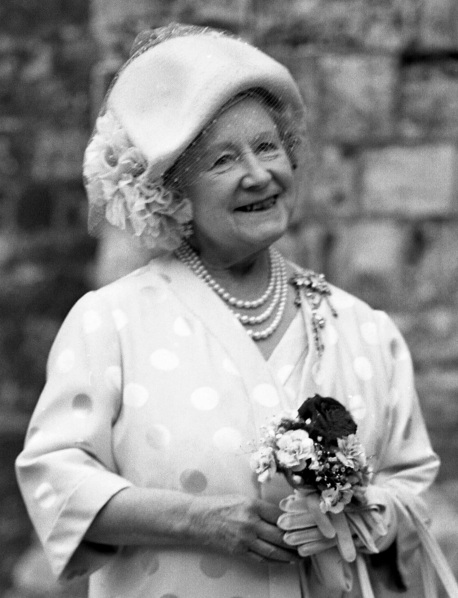 H.M._The_Queen_Mother_Allan_Warren_crop