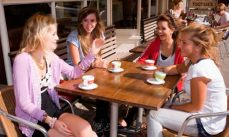 women-drinking-coffee-007