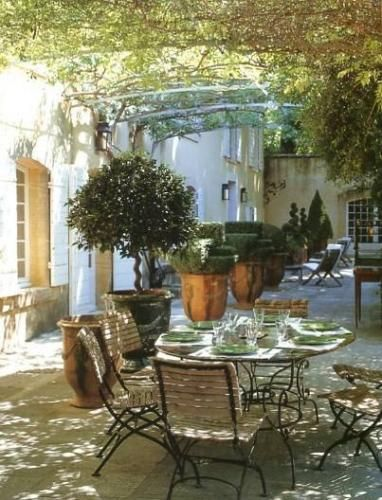 tuscan-lunch-table